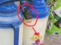 看看我们学校mm是如何防小偷偷暖水瓶的 (1)